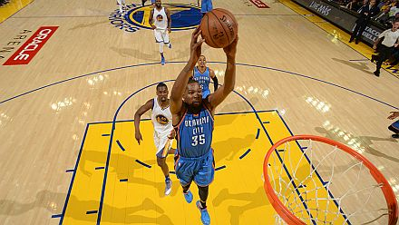 OAKLAND, CA - MAY 16: Kevin Durant #35 of the Oklahoma City Thunder goes for the dunk against the Golden State Warriors during Game One of the Western Conference Finals during the 2016 NBA Playoffs on May 16, 2016 at ORACLE Arena in Oakland, California. NOTE TO USER: User expressly acknowledges and agrees that, by downloading and or using this Photograph, user is consenting to the terms and conditions of the Getty Images License Agreement. Mandatory Copyright Notice: Copyright 2016 NBAE   Noah Graham/NBAE via Getty Images/AFP