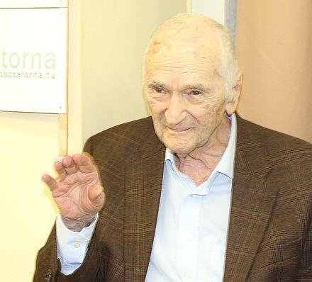 Szepesi György_2017, integet, 440