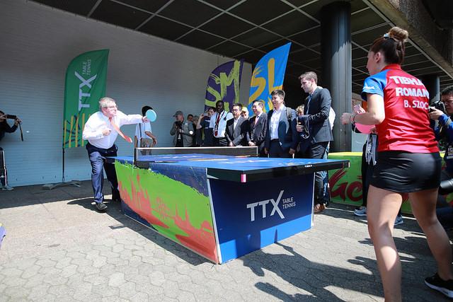 Thomas Bach, a Nemzetközi Olimpiai Bizottság elnöke Szőcs Bernadettel játszott le egy partit