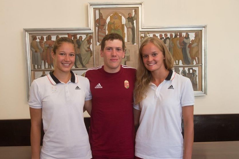 árom versenyző képviseli, Varga Eszter (Volán Fehérvár) és Strobl Anita (Alba Öttusa) a női, Farkas Martin (Volán) a férfi váltó tagjaként. Fotó: sport.szekesfehervar.hu